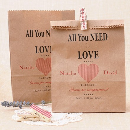 Bolsas Kraft personalizadas para detalles de boda: All you need is Love